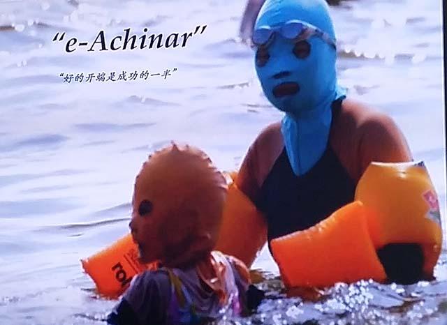 gente playa china con cuerpo cubierto